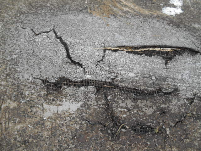 why flat roofs leak - cracking